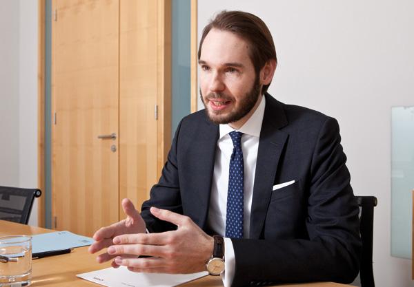 Dr. Alexander Babinek, MBL ist Rechtsanwalt bei CHSH und auf die Bereiche Stiftungen, Unternehmensnachfolge, Gemeinnützigkeit und Philanthropie spezialisiert