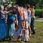 Making arching with the round dance
