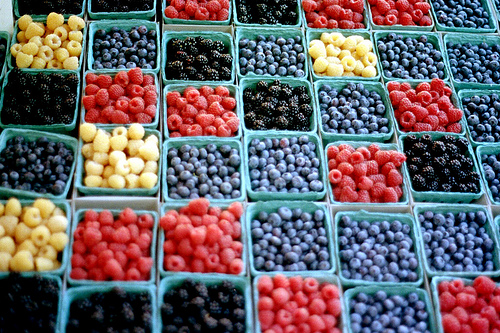All types of berries help fight fatigue and are delicious to boot! Photo by Zabowski / Flickr