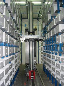 Trasloelevatore miniload per magazzini automatici