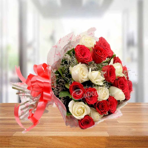 Splendid Red White Bouquet