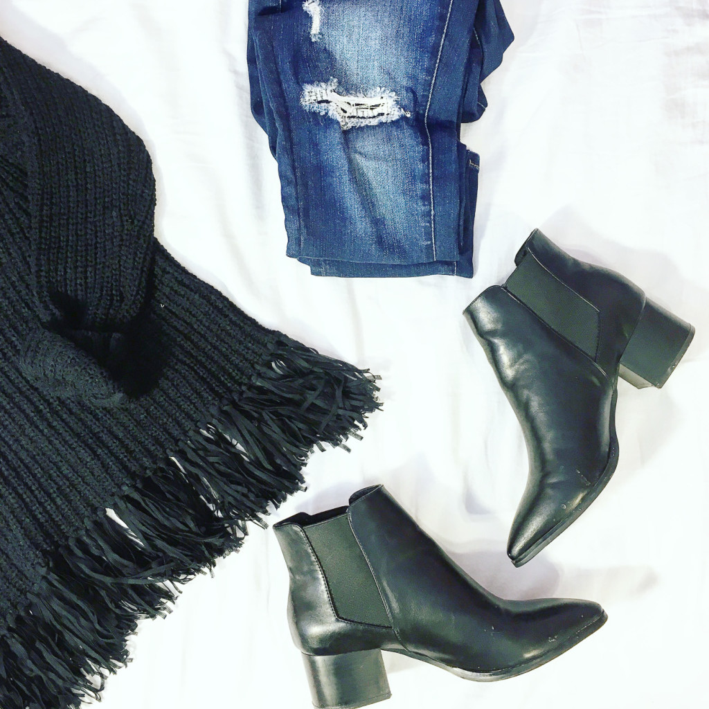 black fringe sweater, casual outfit, chelsea boots, distressed jeans