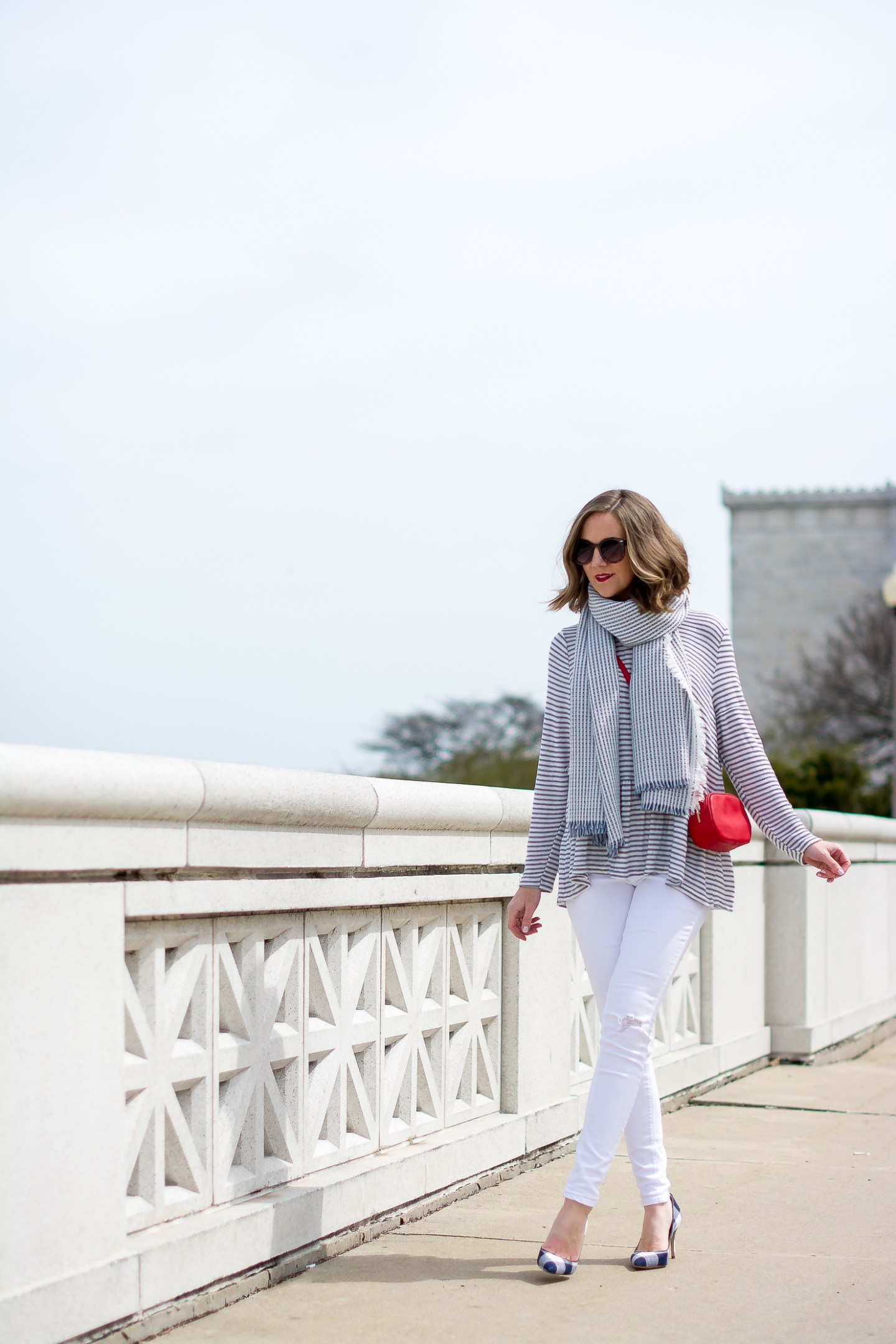 stripes-by-the-sea-chicago-shedd-aquarium-new-look-striped-peplum-sweater-forever-21-navy-striped-scarf-white-skinny-jeans-red-crossbody-gucci-dupe-ann-taylor-gingham-heels
