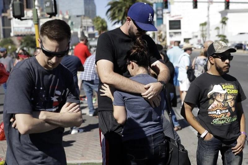 Hug in Las Vegas_730800