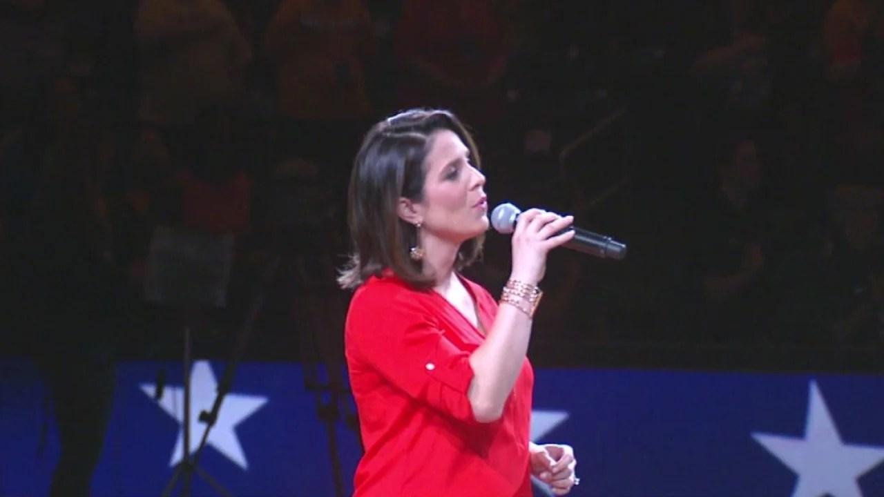 Lauren_Lowrey_sings_national_anthem_at_F_2_20180520032710