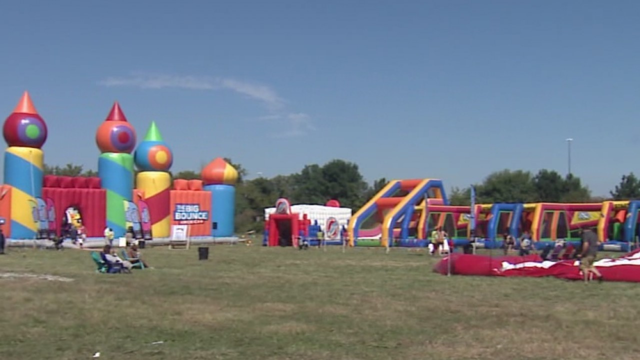 Worlds_biggest_bounce_house_brings_fun_f_1_20180914215758