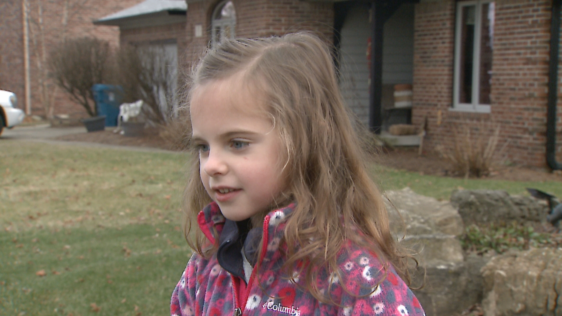 Girl Smells Smoke Alerts Cub Scout Group During Fire