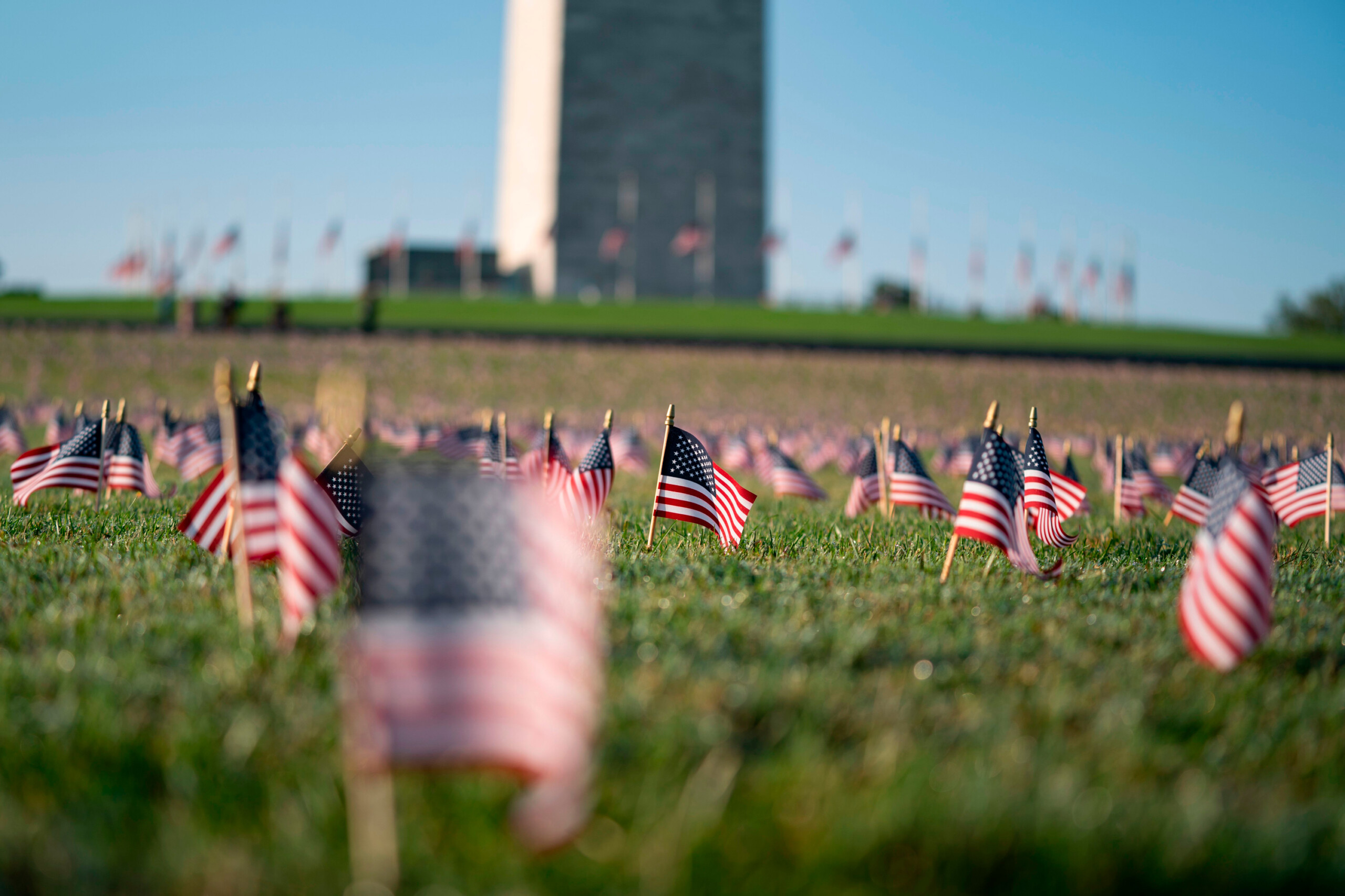 20,000 flags placed on National Mall to memorialize COVID-19 deaths in US - WISH-TV