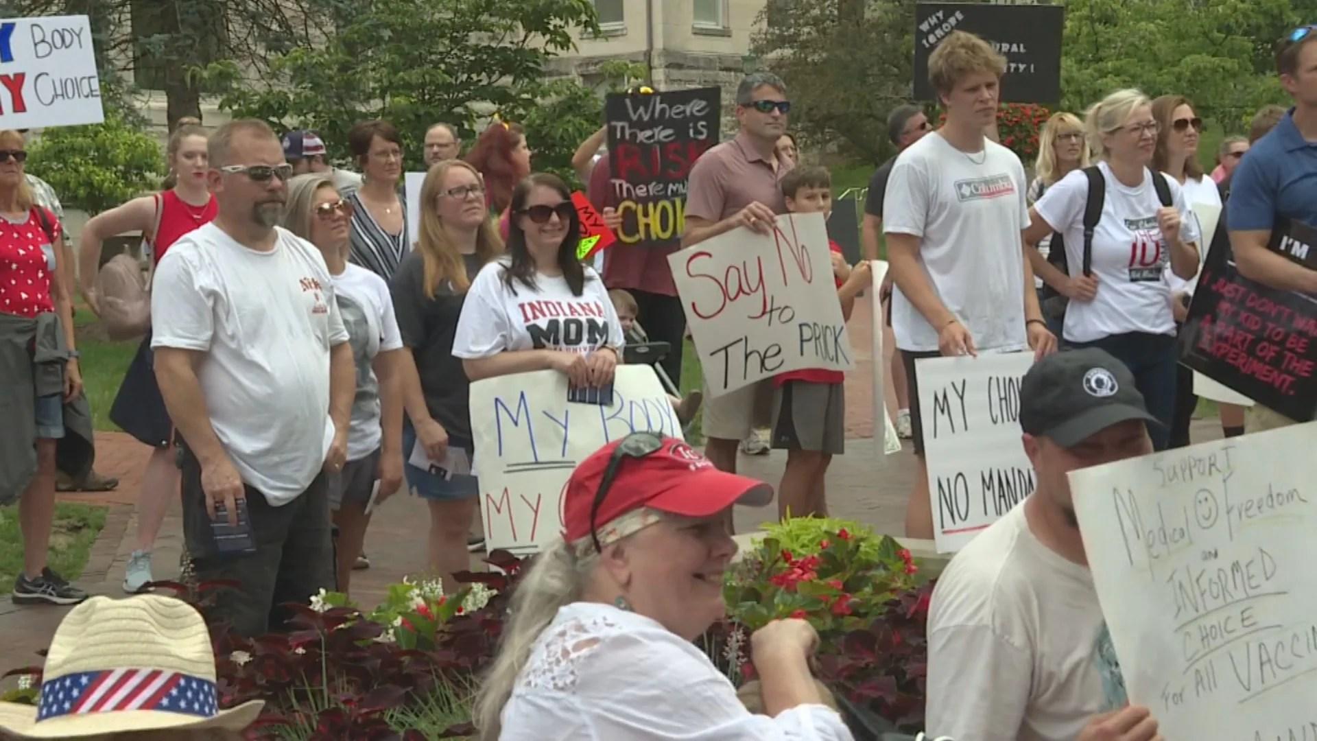 IU Bloomington students, staff protest COVID-19 vaccination mandate - WISH-TV