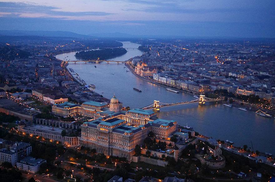 Palais de Budavár (Budapest) Photo : Amos Chapple