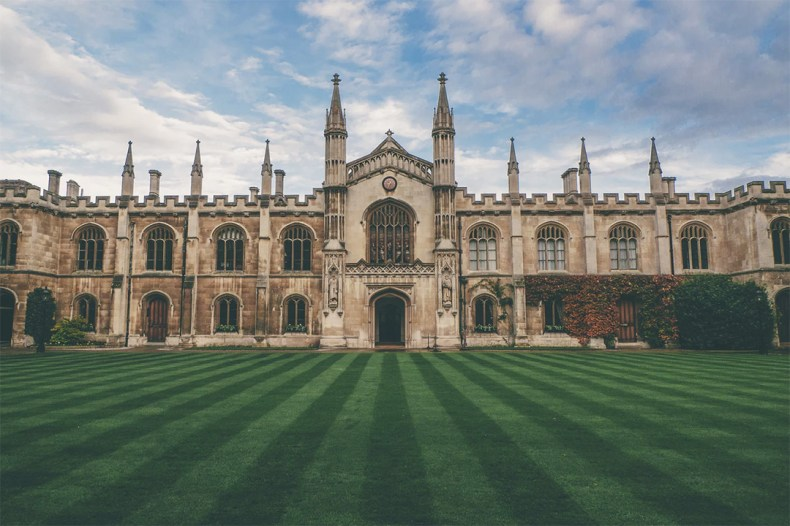 Green lawn and building in Oxford