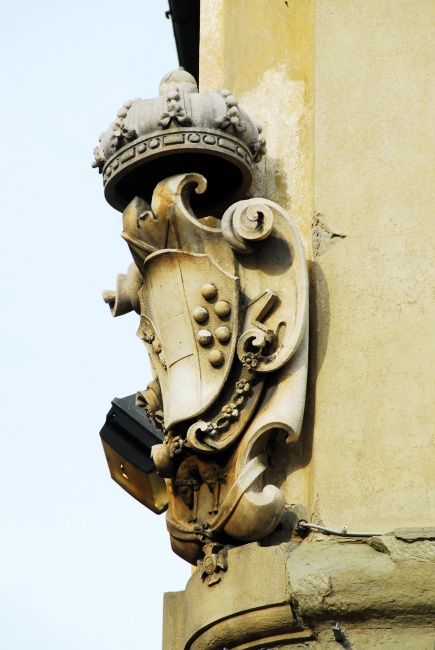 The ubiquitous Medici escutcheon in Florence