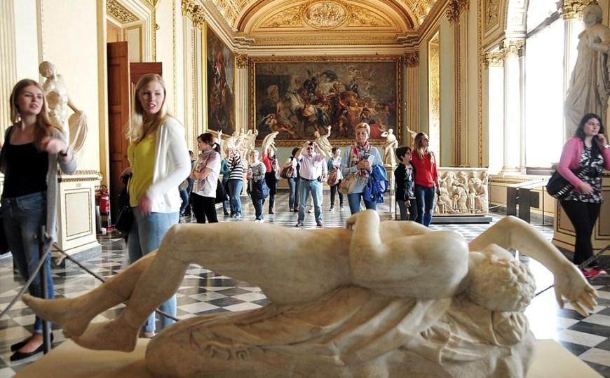Sala della Niobe, a passage not to miss at Uffizi Gallery