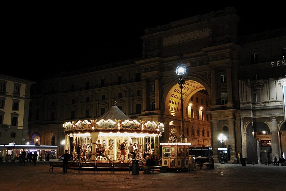 Piazza della Repubblica - Giostra Antica - night
