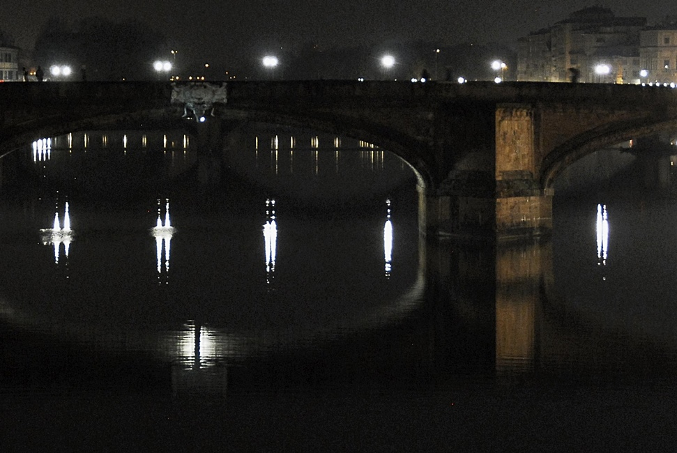 Ponte Santa Trinità - night