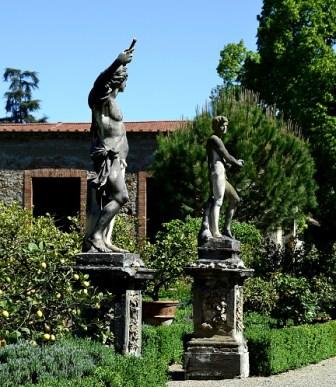 Gardens of Florence #2: Walking through lemon trees and turtles in giardino Corsini al Prato