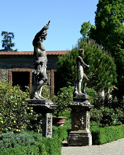 Gardens of Florence #2: Walking through lemon trees and turtles in giardino Corsini al Prato