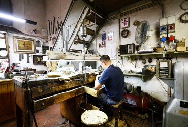 Oltrarno artisan walk — Experience the local, the authentic and the hidden Florence with Maria B.