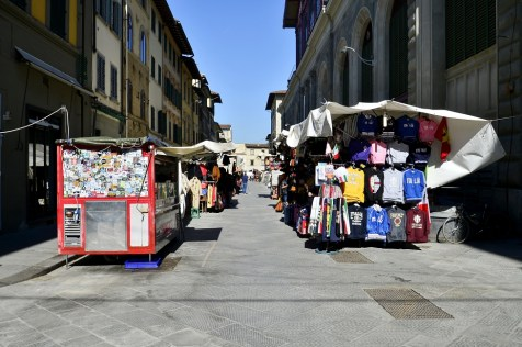 The impact of the coronavirus on Florence, the plague of the 21st century - San Lorenzo street market