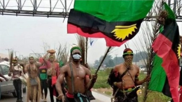 https://i2.wp.com/www.withinnigeria.com/wp-content/uploads/2020/08/12/police-arrest-ipob-herbalist-67-other-members-in-imo.jpg?w=640&ssl=1