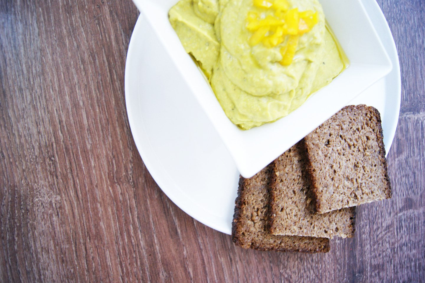 Avocado & yellow pepper Hummus recipe