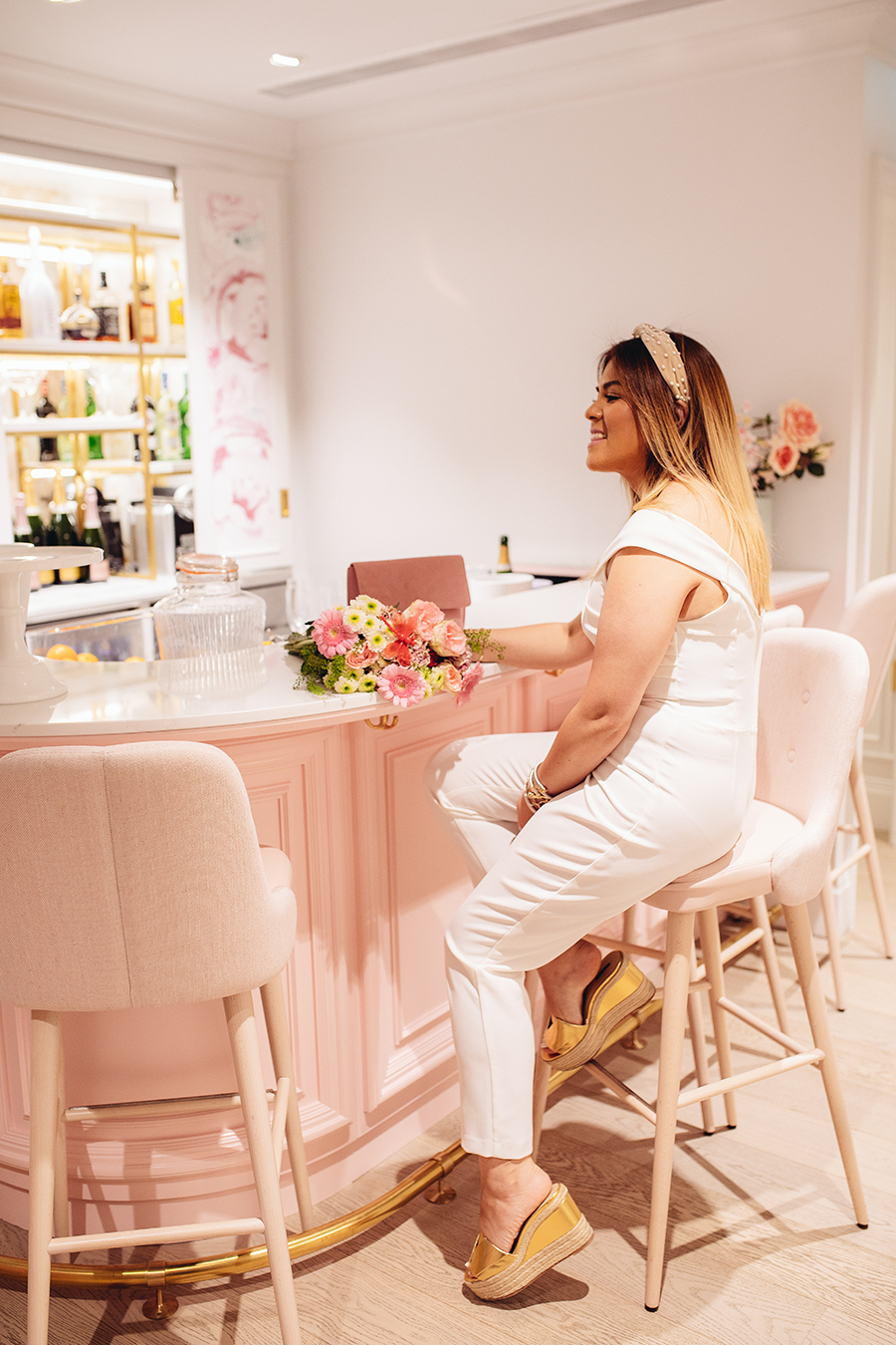 White style fashion champagne and cupcakes
