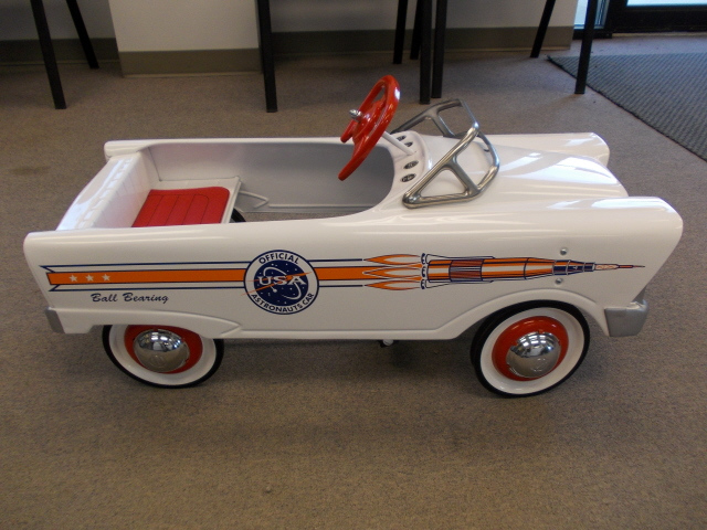 Pedal Car 59 Ford Astromaut R_Side