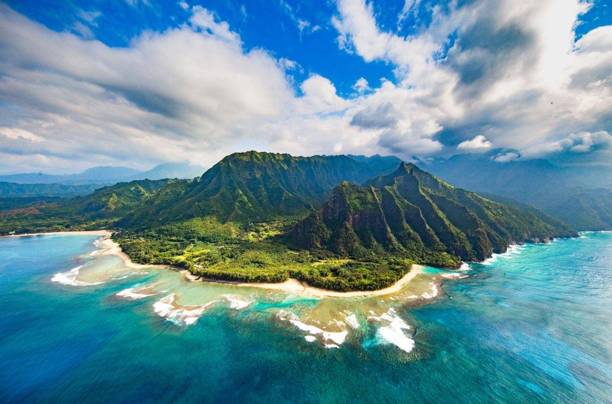 Hawaii: Volcanoes in the Sun
