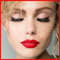 wear-heavy-black-mascara-eyeliner