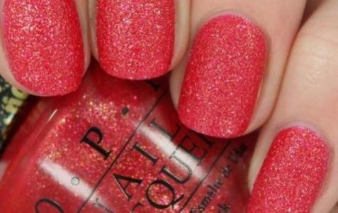 nails-with-glitter