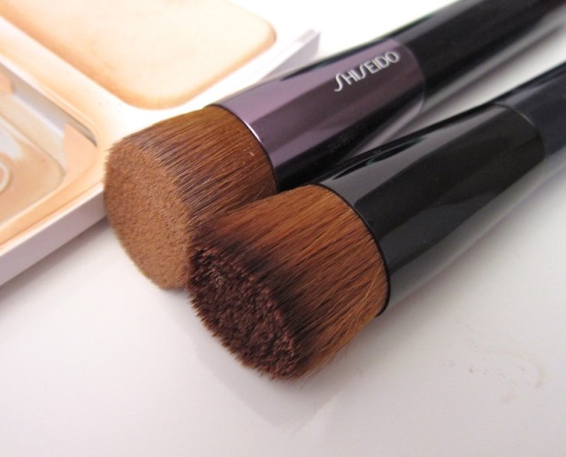 Sponge-or-Foundation-Brush