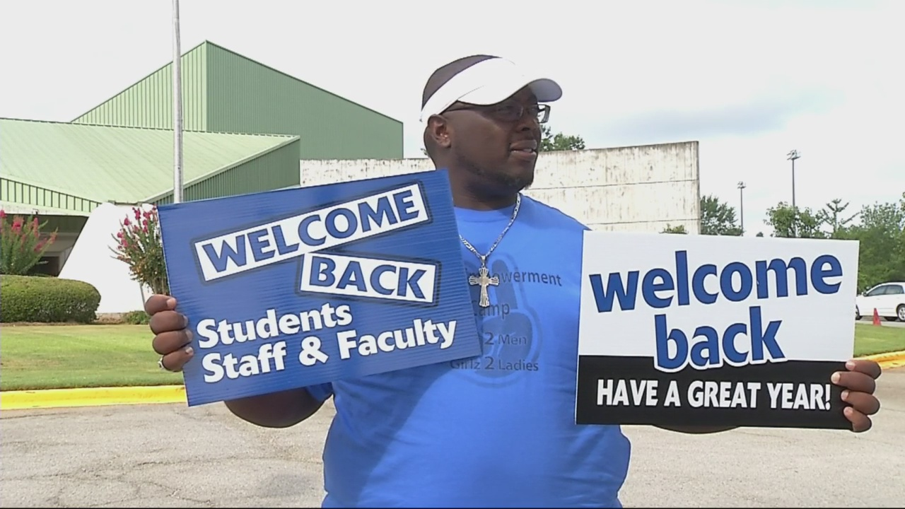 Burke County Fathers Cheer on Students_167904