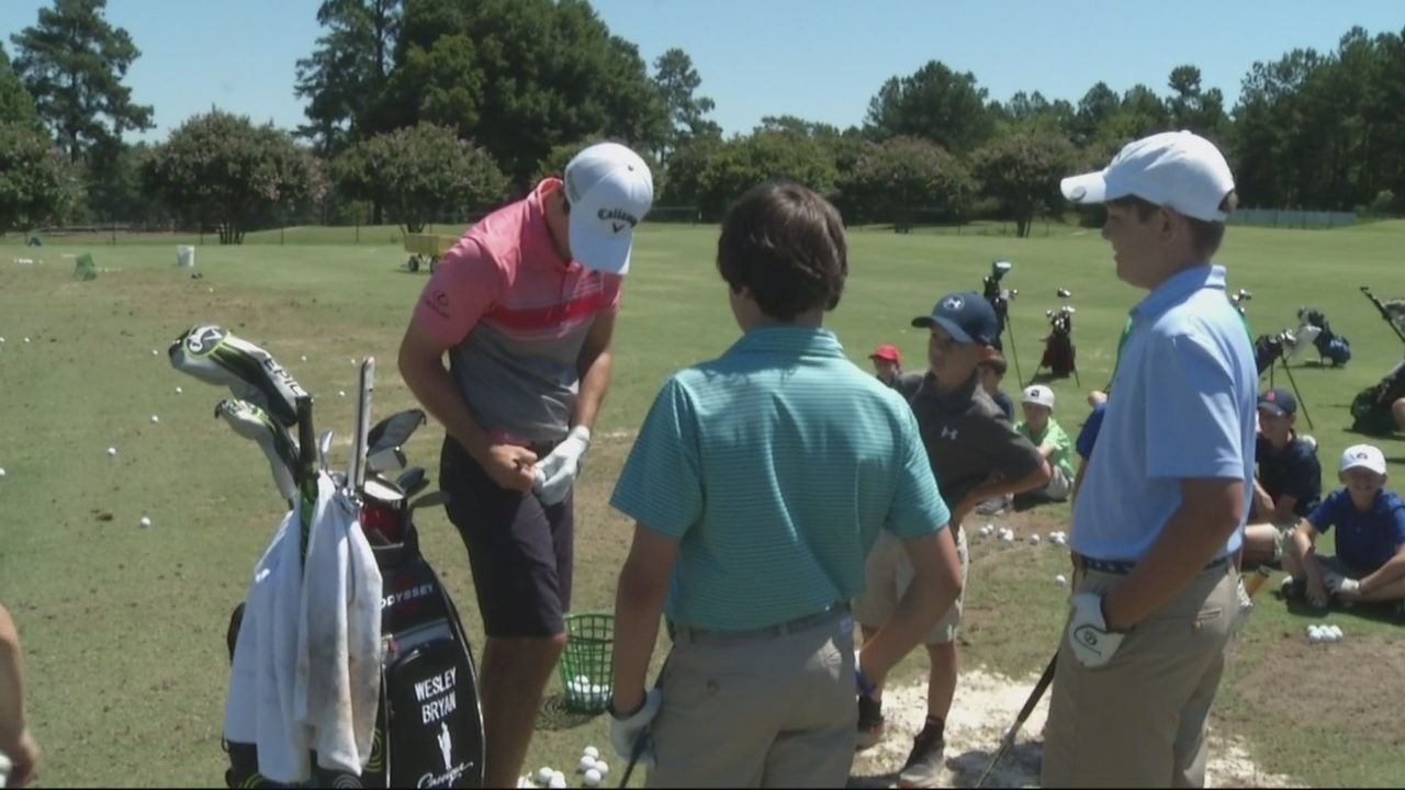 wesley bryan signs autographs at golf camp_272267