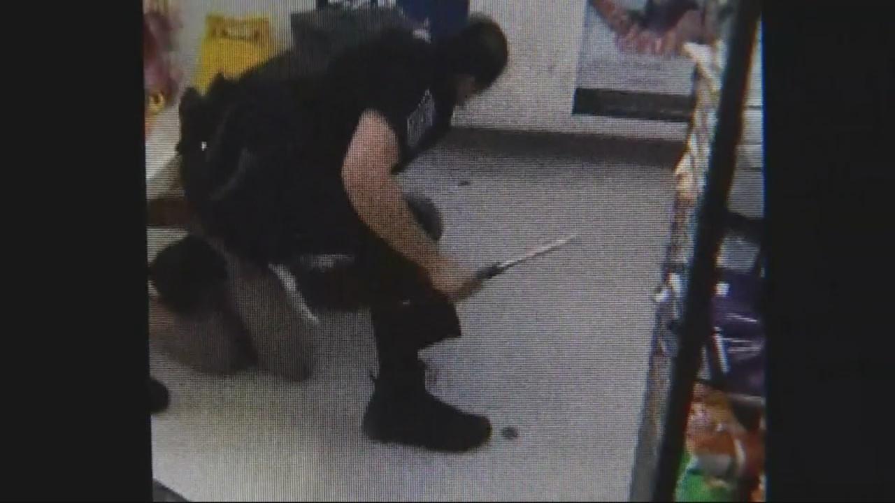 officer beats homeless woman_285845