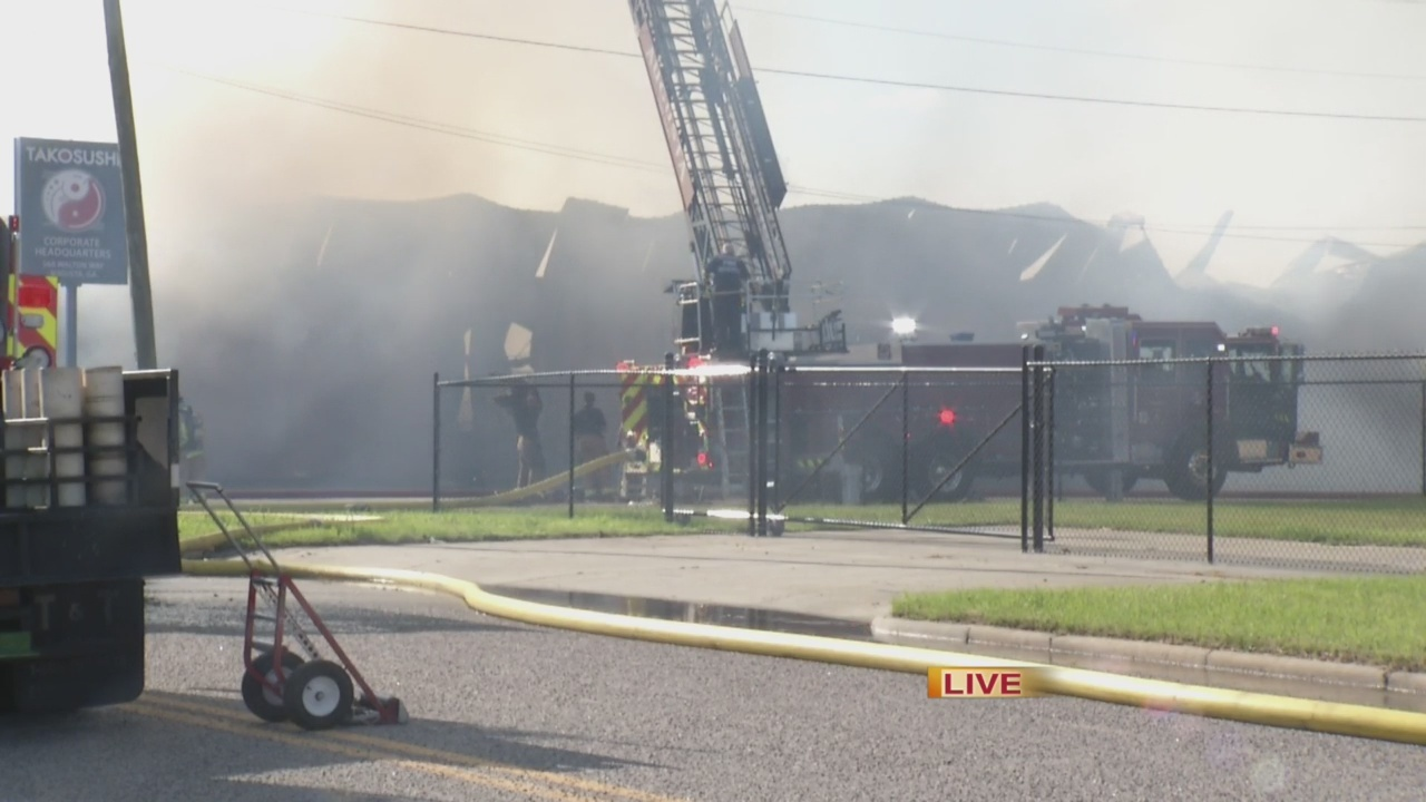 Crews_respond_to_massive_fire_at_Pullman_0_20190514221110