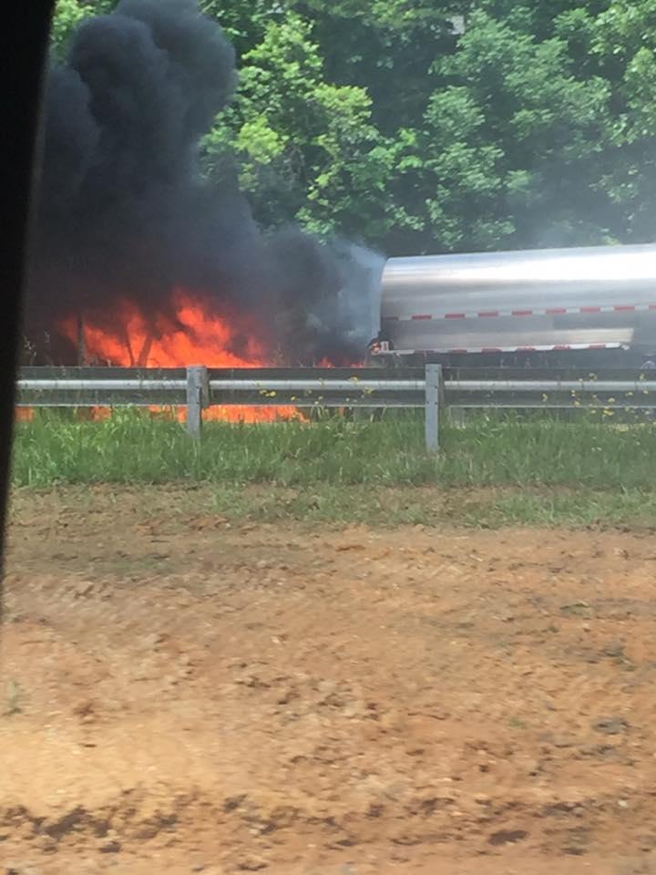 tractortrailerfire_157214