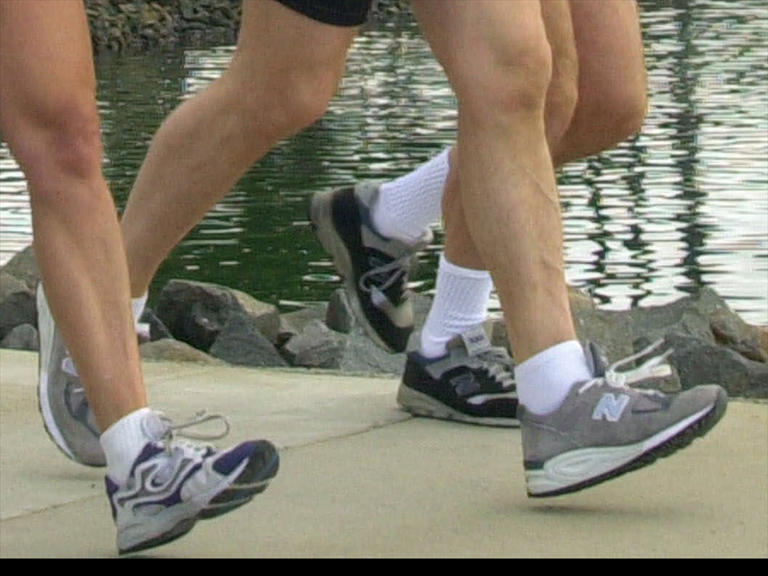 runners jogging running feet running shoes_157462