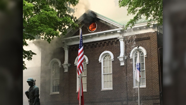 LOUDON CO COURTHOUSE FIRE_WATE_1_0423_1556066266977.jpg_83972739_ver1.0_640_360_1556069360305.jpg.jpg