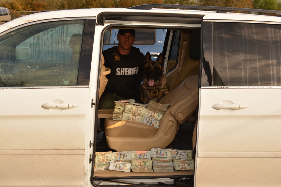 cash in car_111448