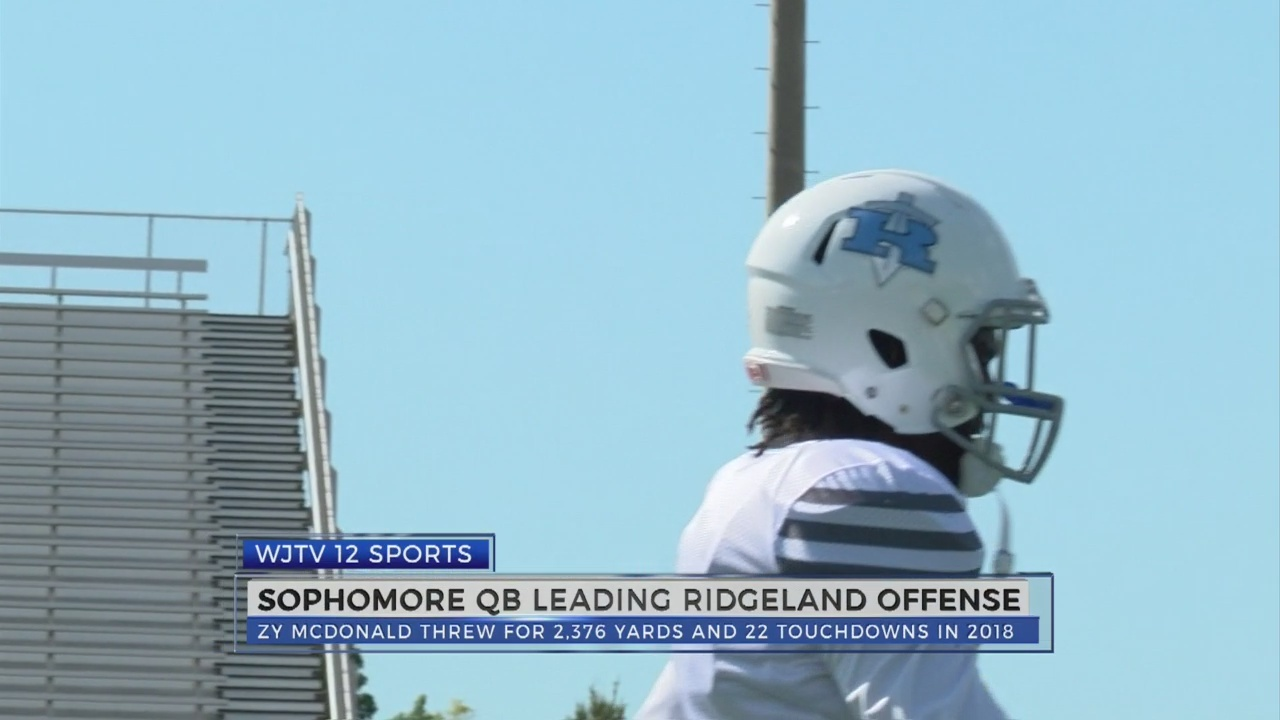 Sophomore_QB_leading_Ridgeland_offense_0_20180808034842