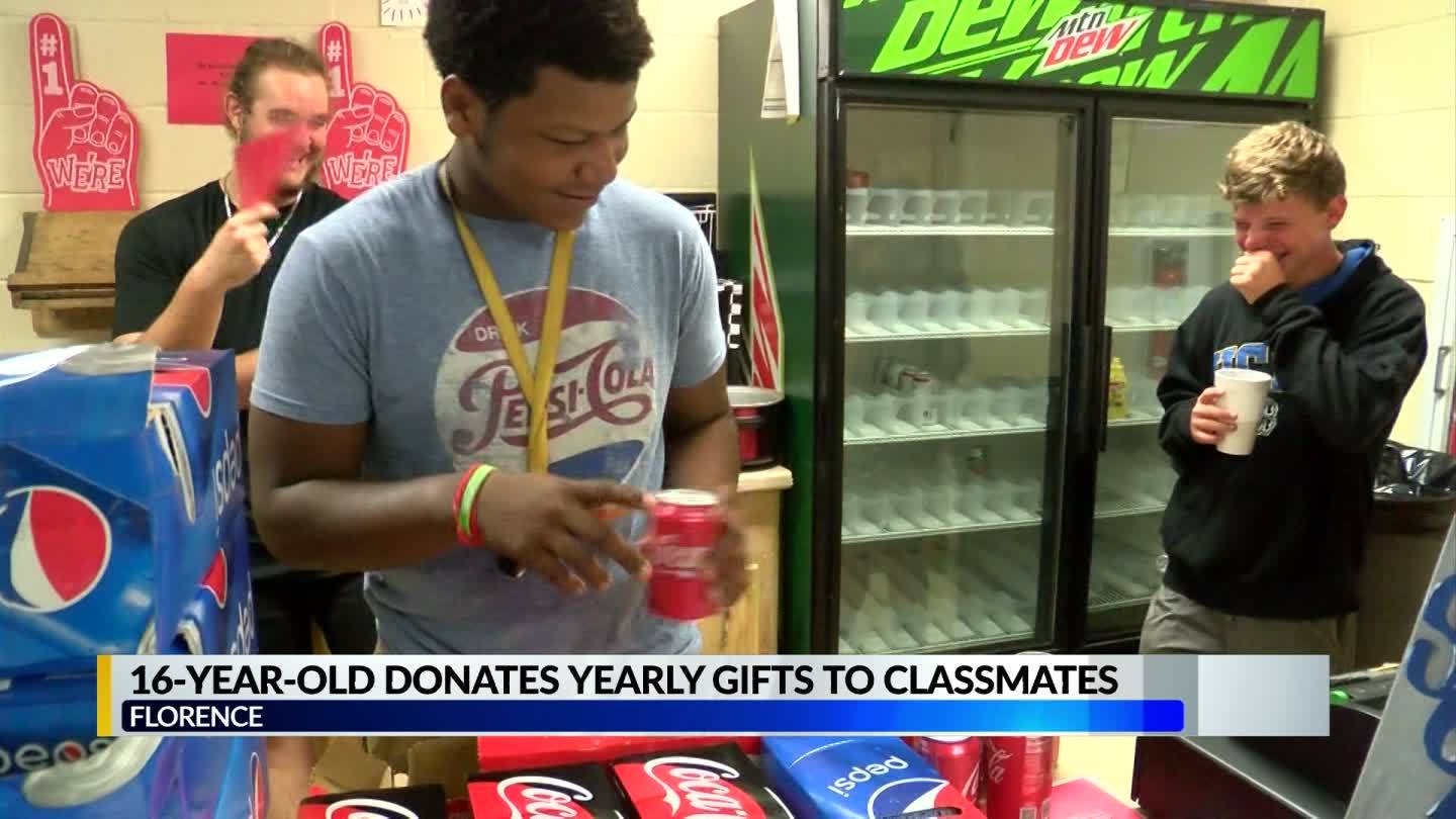 Student_gives_nearly_800_gifts_to_his_en_6_20190515222156