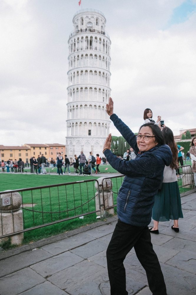 Compulsory Pisa Pose