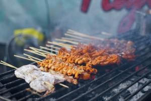 things to do in the philippines feast on street foods