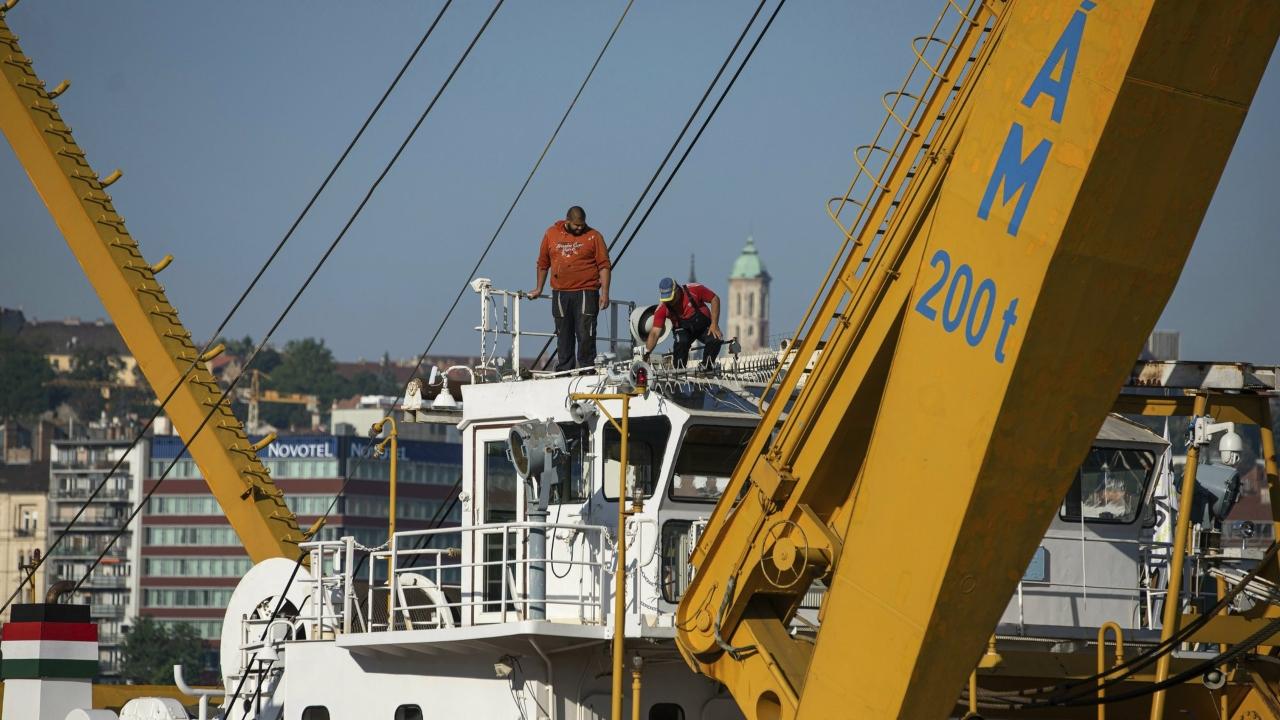 hungary-boat-_1560086179228.jpg