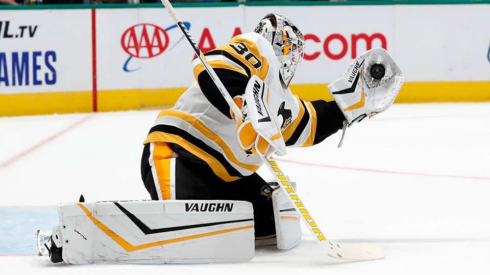 Pittsburgh Penguins goaltender Matt Murray gloves a shot from the Dallas Stars.