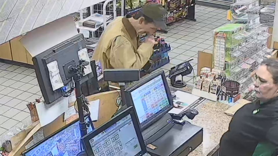Police in Warren are asking for the public's help in identifying a theft suspect.
