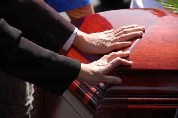 Husband and Wife Funeral Farewell_415191