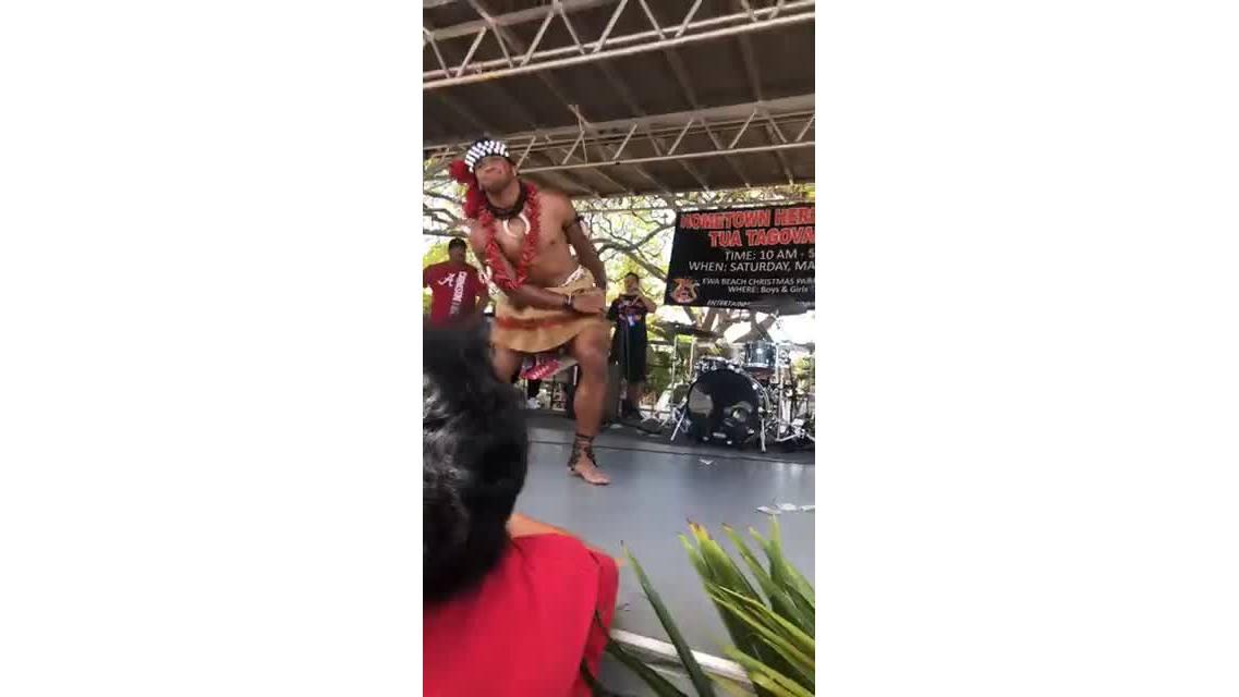 WATCH__Alabama_QB_Tua_Tagovailoa_dancing_0_20180519221459