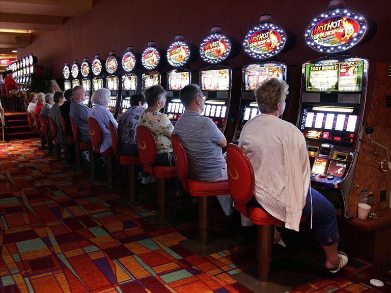 Slot Machines Could Come to Pensacola Greyhound Track (Image 1)_7541