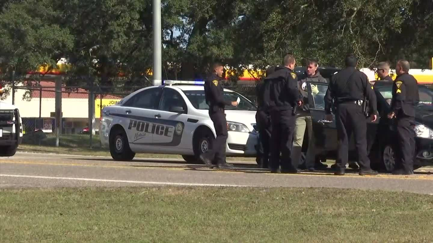 VIDEO: Mobile Police chase ends in crash